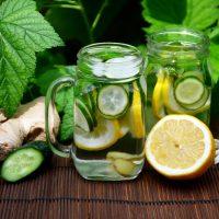 Limonade au gingembre, citron, concombre et menthe